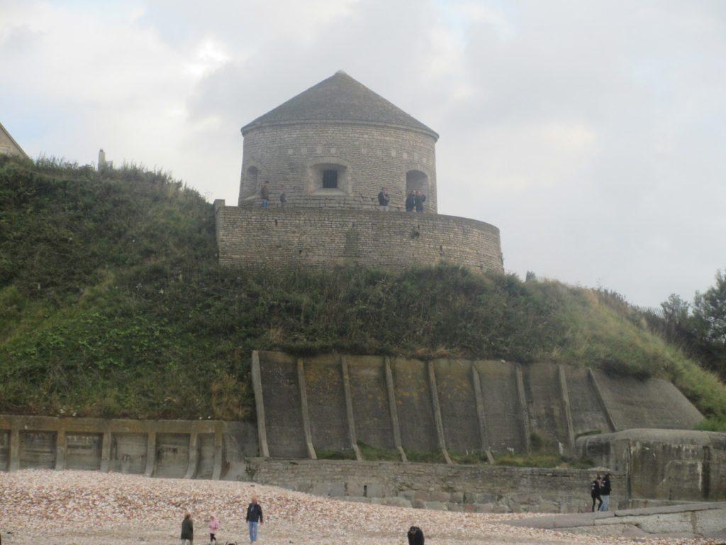 La tour Vauban, qui garde le port et la plage...
